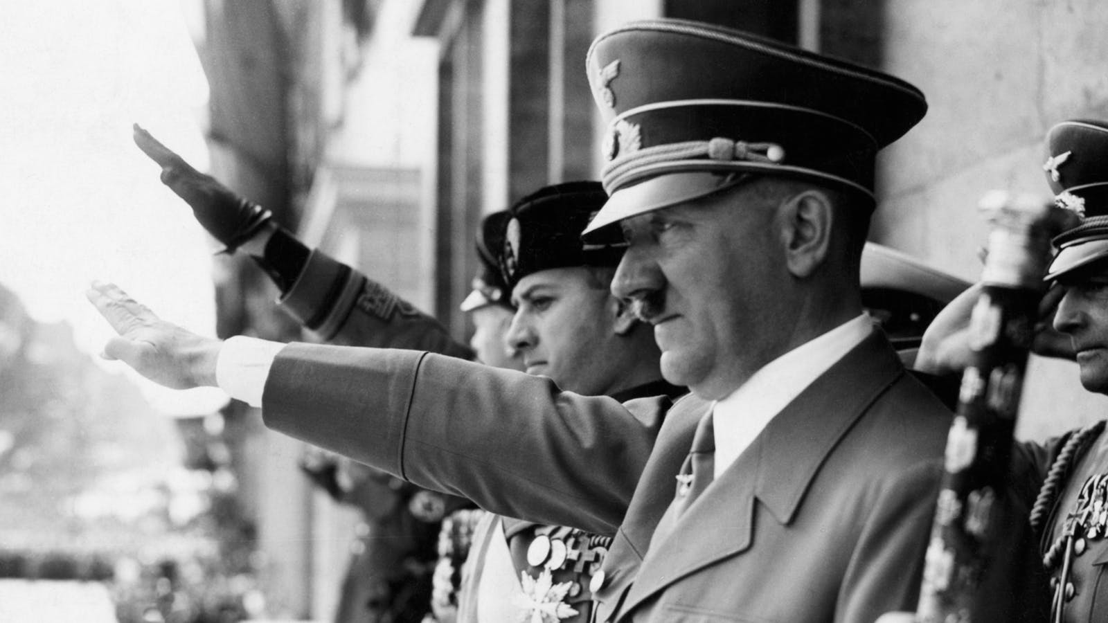 با متد آدولف هیتلر محتوای انگیزشی بسازید!